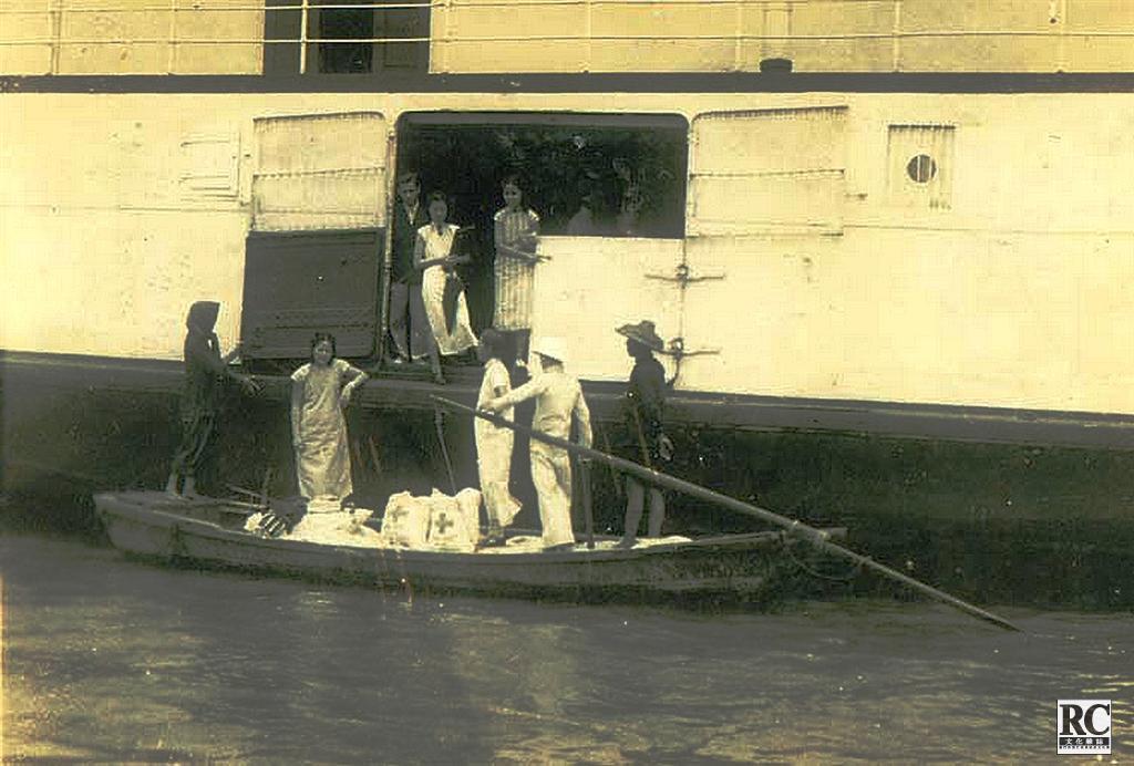難民營接收救濟物資 1