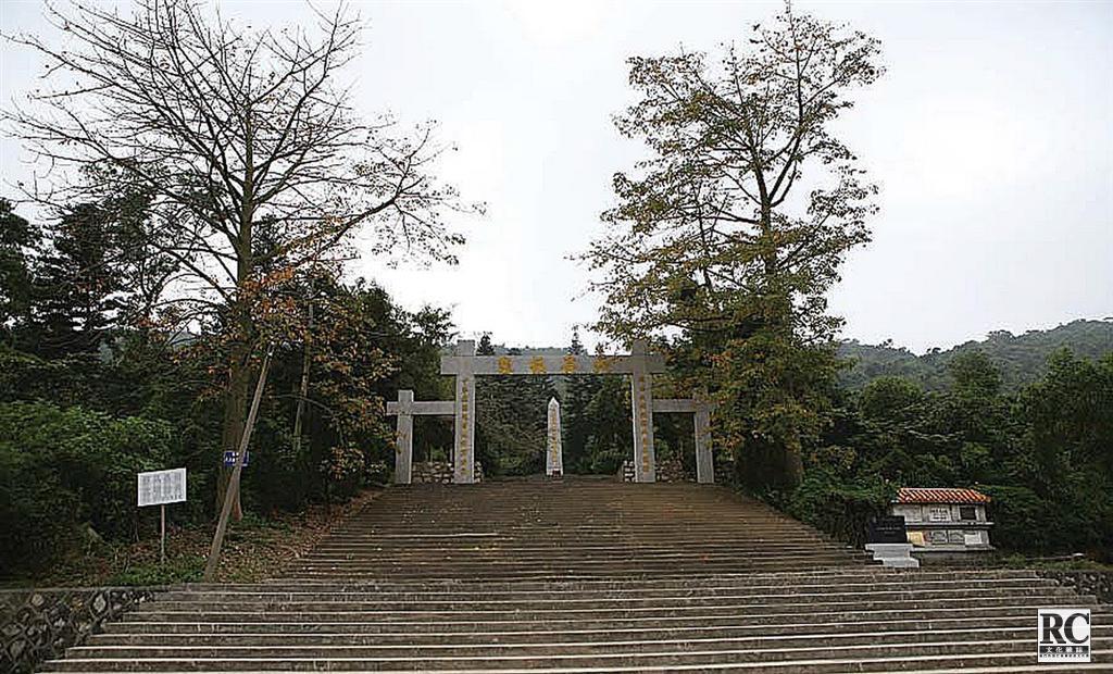 """三灶島""""萬人墳""""(竹瀝村) 全景"""