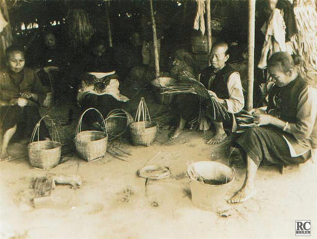 難民婦女製作竹編日用