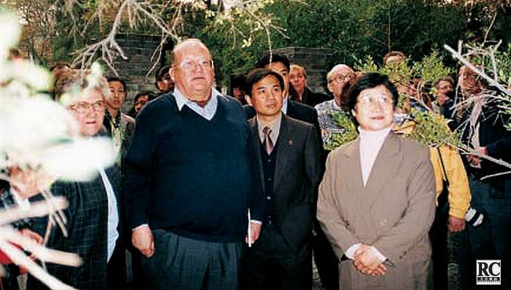 比利時首相德拉納參觀墓地
