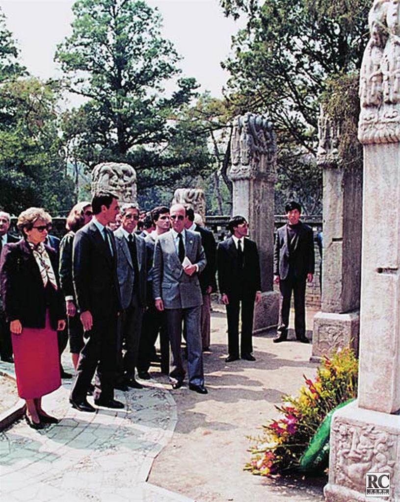 葡萄牙總理席爾瓦參觀墓地