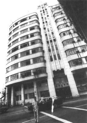 Construíram mais tarde outro edifício 1dd0771486fd6